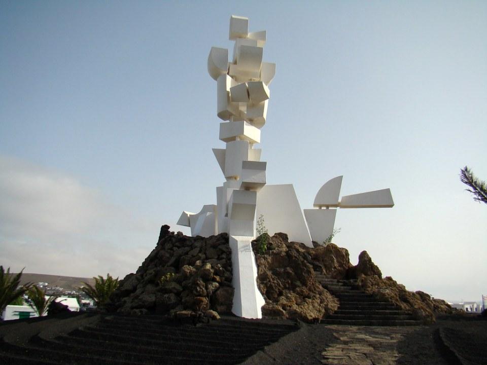 escultura Monumento a la Fecundidad San Bartolome Lanzarote 01