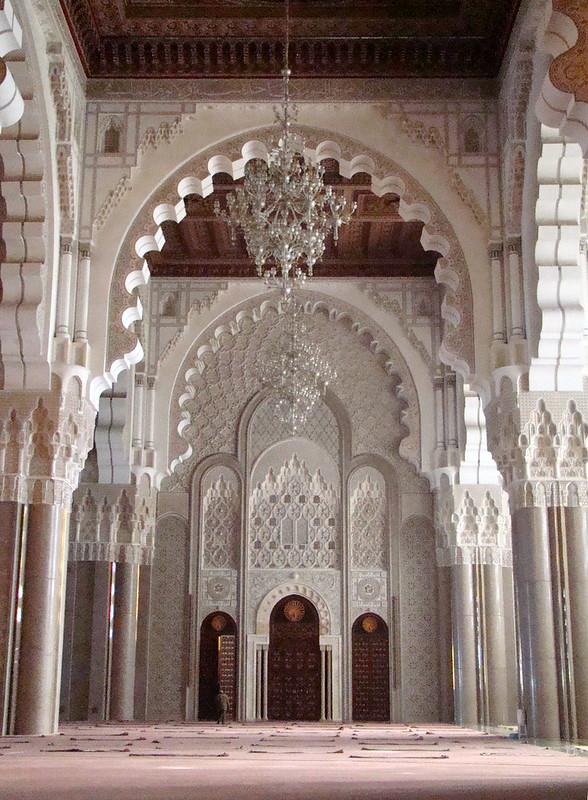 sala de oraciones puerta interior Mezquita Hassan II Casablanca Marruecos 31