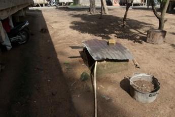 Brunnen mit Pumpe