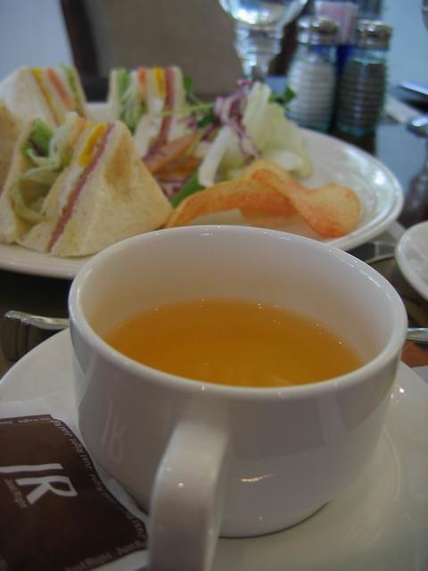 熱桔茶vs總匯三明治   好吃耶~ 這是我的...   joliot liao   Flickr
