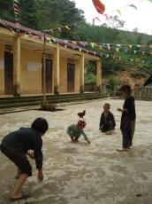 Kinder vor Schule in Chu May