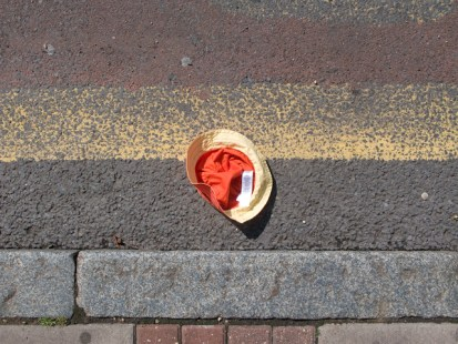 hat in road