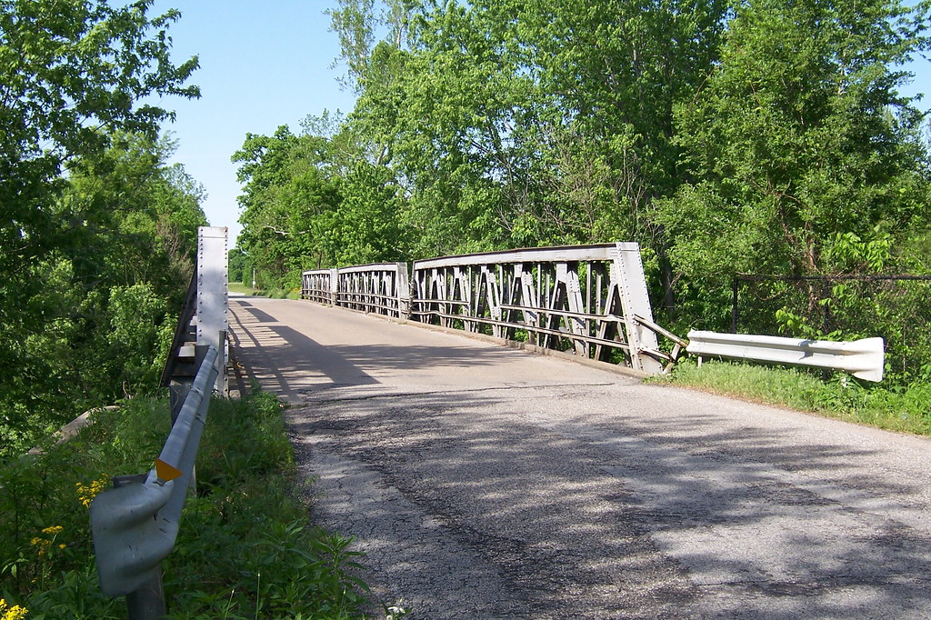 Pony truss bridge
