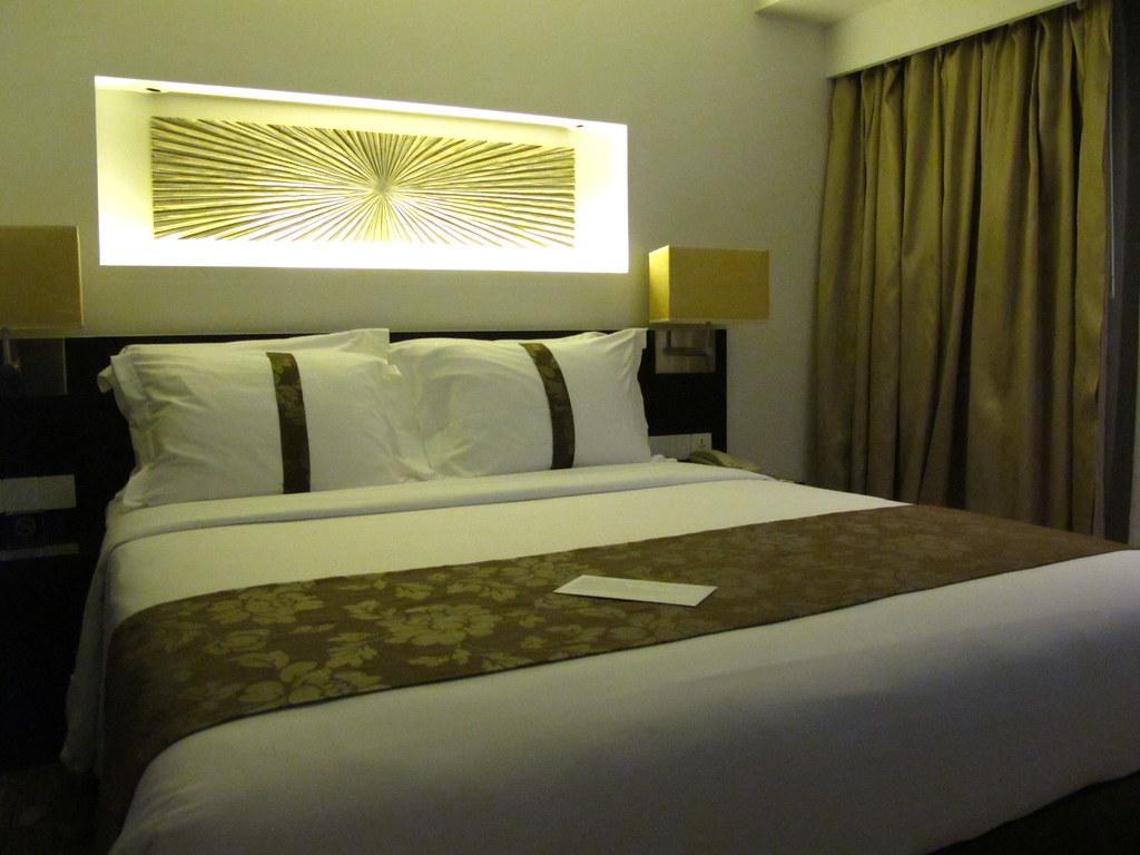 IMG_0166   很好睡的床,坐了一整天的飛機跟船,睡超好的   imcatbus   Flickr