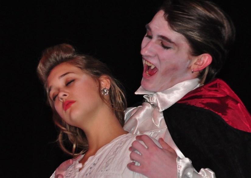 Dracula bites Lucy Westenra | Len Radin | Flickr