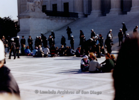 P019.242m.r.t Second March on Washington 1987: People sitting besides the steps of the Capitol Building, police in background