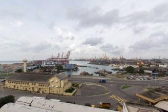 met uitzicht over de haven