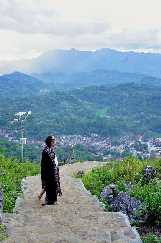 Pemandangan Kota Makale dari kaki Patung Yesus.