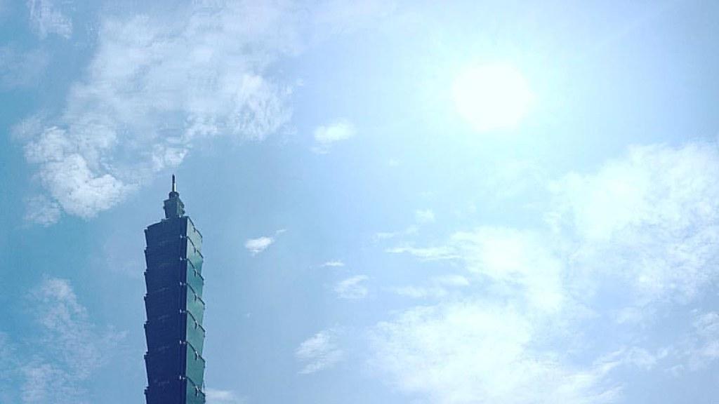 藍天藍白雲白 #photooftheday #taipei @iseetaiwan | Egg Luo | Flickr