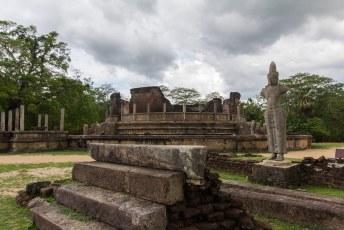 de Vatadage, een rond gebouw om relikwieën te bewaren