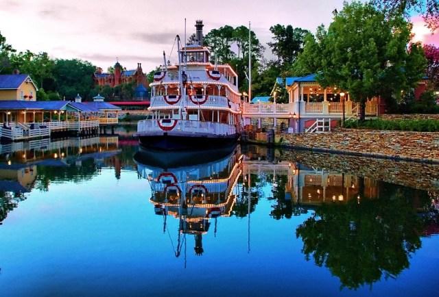 Disney - Night Falls On Liberty Square