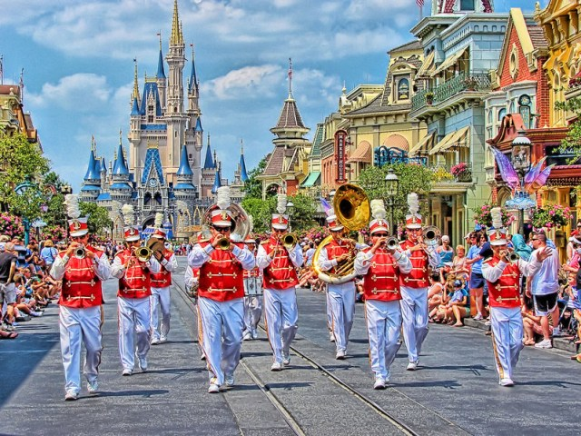 Disney - Main Street Band in LucisArt