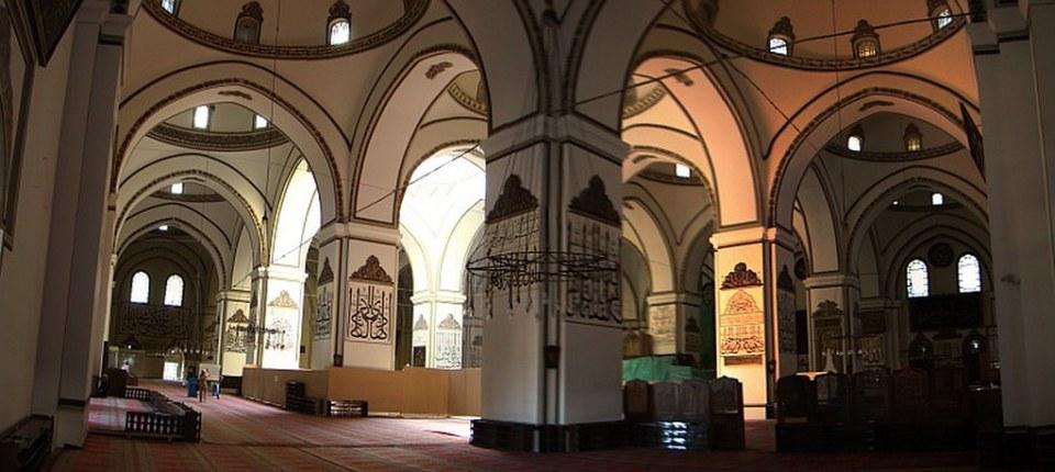 sala de oración interior Gran Mezquita de Bursa o Ulu Camii Bursa Turquía 30