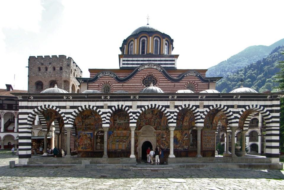 Torre Jreliyova exterior de iglesia del Monasterio de Rila Bulgaria Patrimonio de la Humanidad Unesco 02