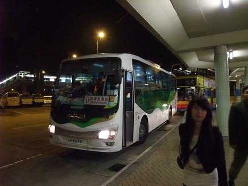 東涌市中心巴士總站的嶼巴11號巴士 | Martin Ng | Flickr