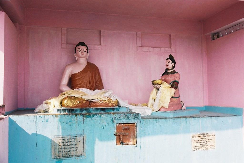 Buddha Amp Sujata Sujata Temple お釈迦様と、お釈迦様に乳粥を献上したスジャータ