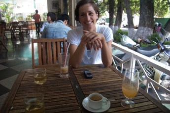 Cornelia im Cafe