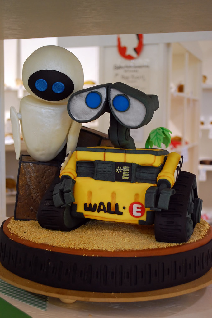 Wall E Cake A Beautifully Made Wall E Theme Cake At The