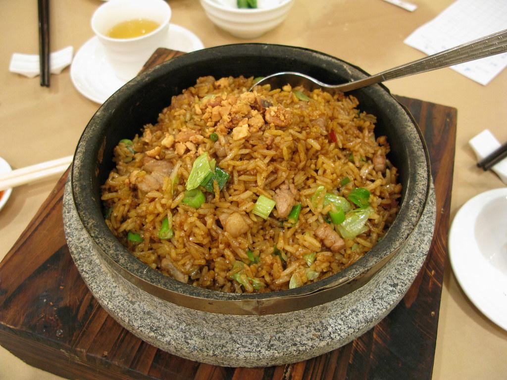 韓式和牛石頭鍋飯 | 和牛份量非常少﹐而且除了肥外就只是韌﹐差差差﹔不過飯是夠乾身﹐飯粒分明﹐還算 ...