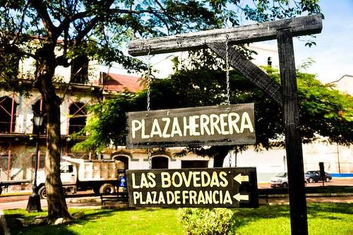 Letrero en la plaza