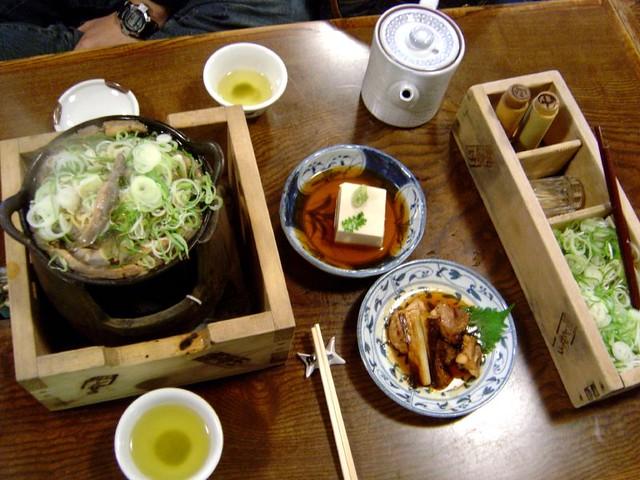 東京初遊_淺草--江戶風204年駒形泥鰍鍋。盛同學首度突破心防,願意吃蔥 | ivy lu | Flickr