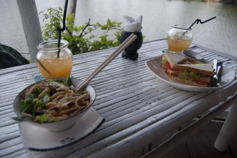 Mi Quang und Club Sandwich