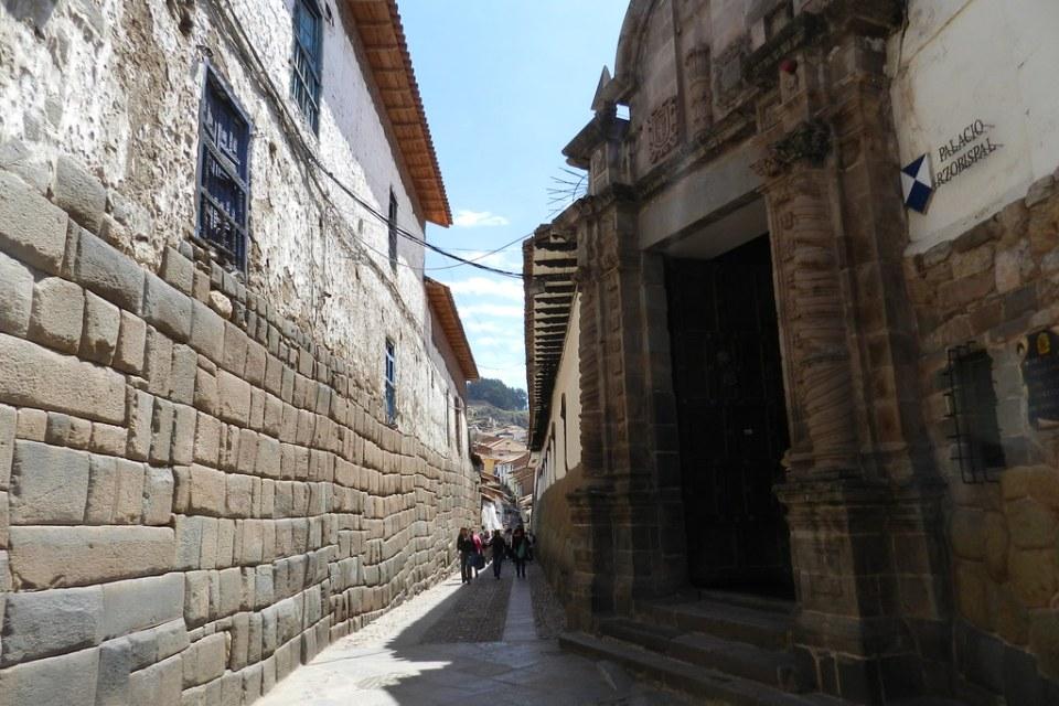 Calle Hatun Rumiyuq Cuzco Peru Patrimonio de la Humanidad UNESCO 05