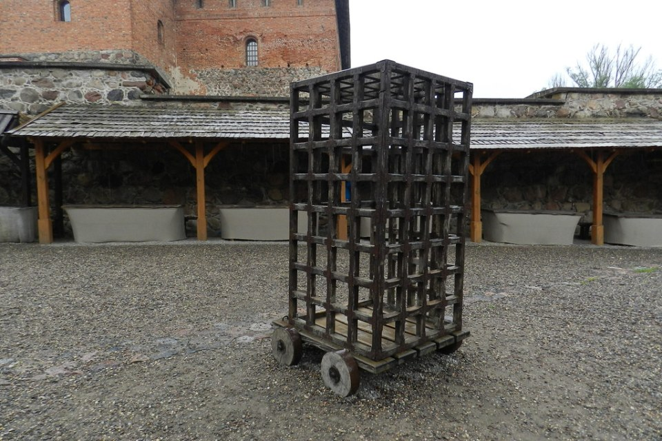 Jaula o carcel castillo de la Isla Trakai Lituania 04