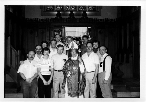 P107.002m.r.t Dignity/Canada/Dignite May 1986: A large group of men and women standing beside a priest
