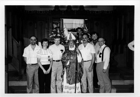 P107.001m.r.t Dignity/Canada/Dignite May 1986: Six men and a woman standing beside a priest