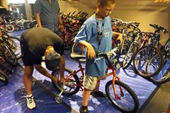 2015 21 APC kid bike fitting_300