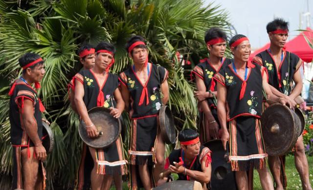 Folklores du monde 2014 - Les Gongs du Vietnam des Hauts plateaux
