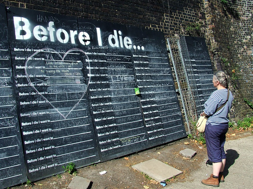 Before I Die blackboard on the Grand Union Canal