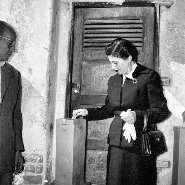 El 3 de julio de 1955, las mujeres votaron por primera vez…   Flickr