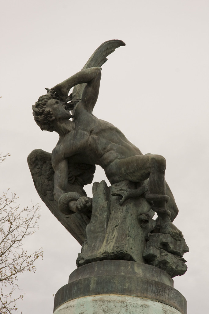 El Angel Caido This Is A Statue Of Lucifer The Fallen