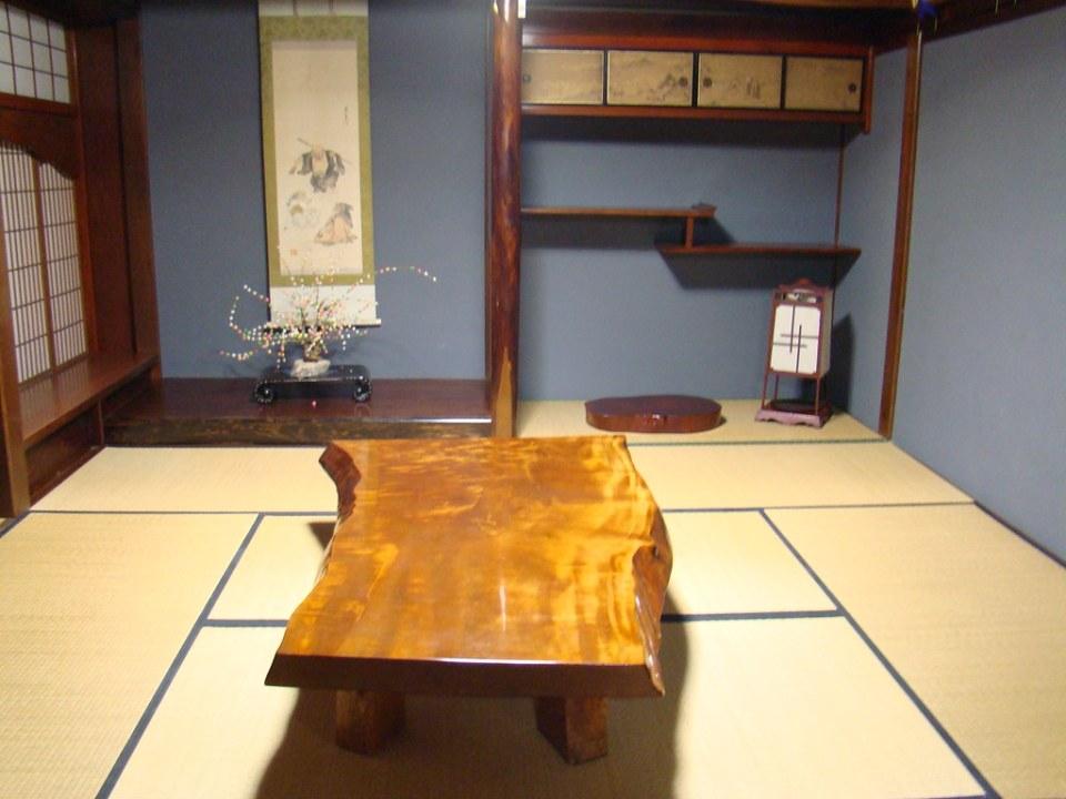 Interior de casa museo en aldea Shirakawa-go Japon 02