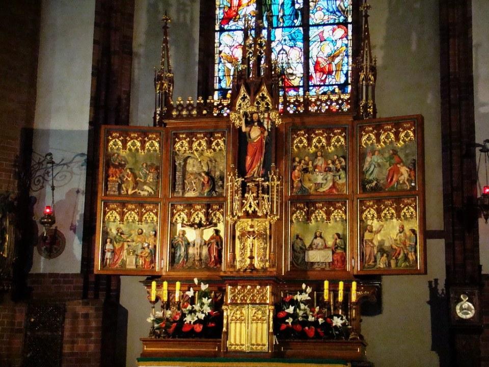 altar mayor y retablo interior Catedral de Santiago Apostol Olsztyn Polonia 12