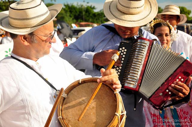 Acordeón y tambor