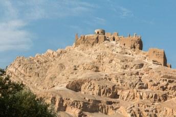 Op weg naar Shush, 600 kilometer verderop, reden we al snel langs deze Marbin Fort (Atash Gah).