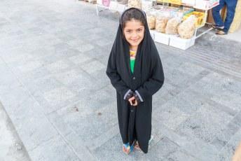 Vanaf 9 jaar oud zijn ook kleine meisjes de klos en moeten ze onder de hijab voor de rest van hun leven.