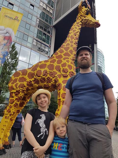 """Giraffen utanför Legoland - här finns världens mest """"favoritade"""" geocache!"""