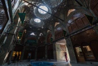 Behalve ontelbare winkeltjes vindt je er ook prachtige gebouwen zoals deze uit de Qajar tijd.