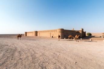 In the middle of the woestijn bij Kashan staat deze caravansarai, waar je ook nog echt kunt eten en slapen.