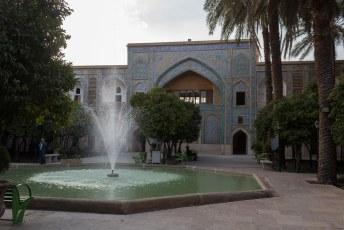 Wel konden we deze Madraseh-ye Khan in. Bij de ingang vroeg een mannetje ons wel entree, maar trap er niet in. De entree is graties.