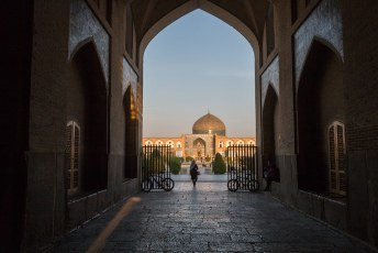 Dat betekende dat we moesten opschieten om het Kakh-e Ali Qapu paleis aan de westkant van het plein nog te kunnen bezoeken.