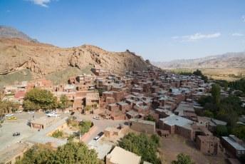Het is een 1500 jaar oud dorp, opgetrokken uit rode klei.