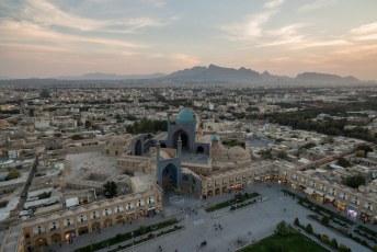 De bouw van deze moskee begon in 1611, er zijn bewust fouten gemaakt in de symmetrie. Immers alleen Allah kan dingen perfect maken.