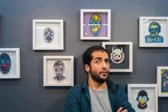 Eerder in de week kwamen we deze kunstenaar in de metro tegen, hij nodigde ons uit voor zijn expositie.