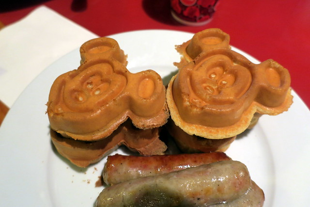Disney World: Wilderness Lodge - Whispering Canyon Cafe - Mickey Waffles