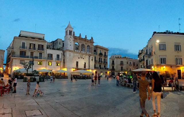 Puglia Bari Piazza Mercantile - 1